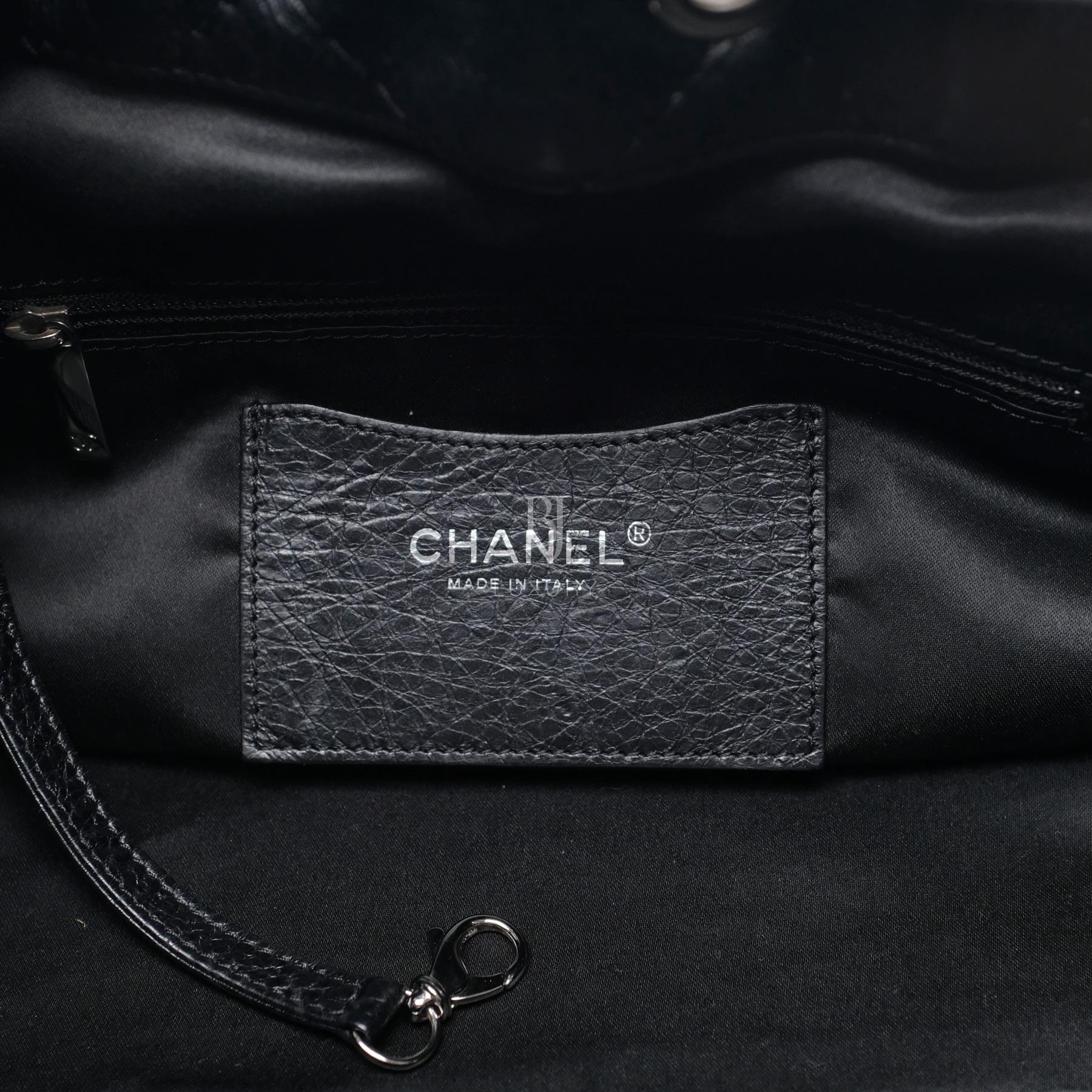 CHANEL-DRAWSTRINGBAG-24-BLACK-AGEDCALFSKIN-DSCF6091.jpg