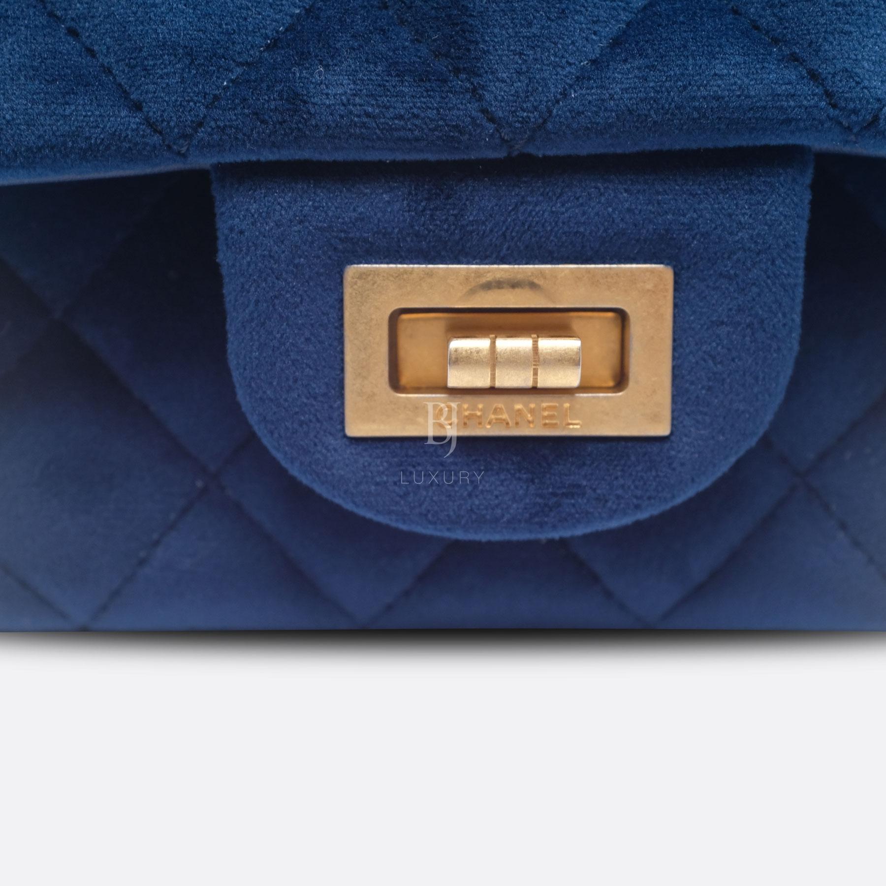 CHANEL-2.55-MINI-BLUE-VELVET-DSCF8700.jpg