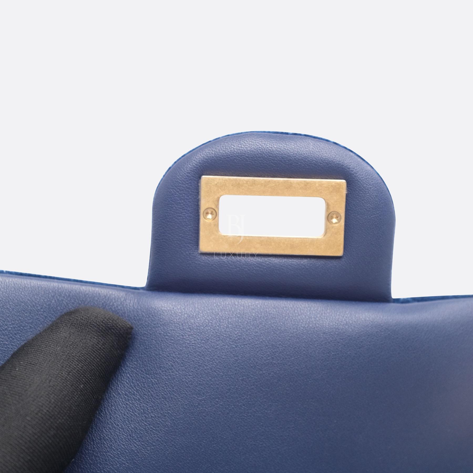 CHANEL-2.55-MINI-BLUE-VELVET-DSCF8705.jpg