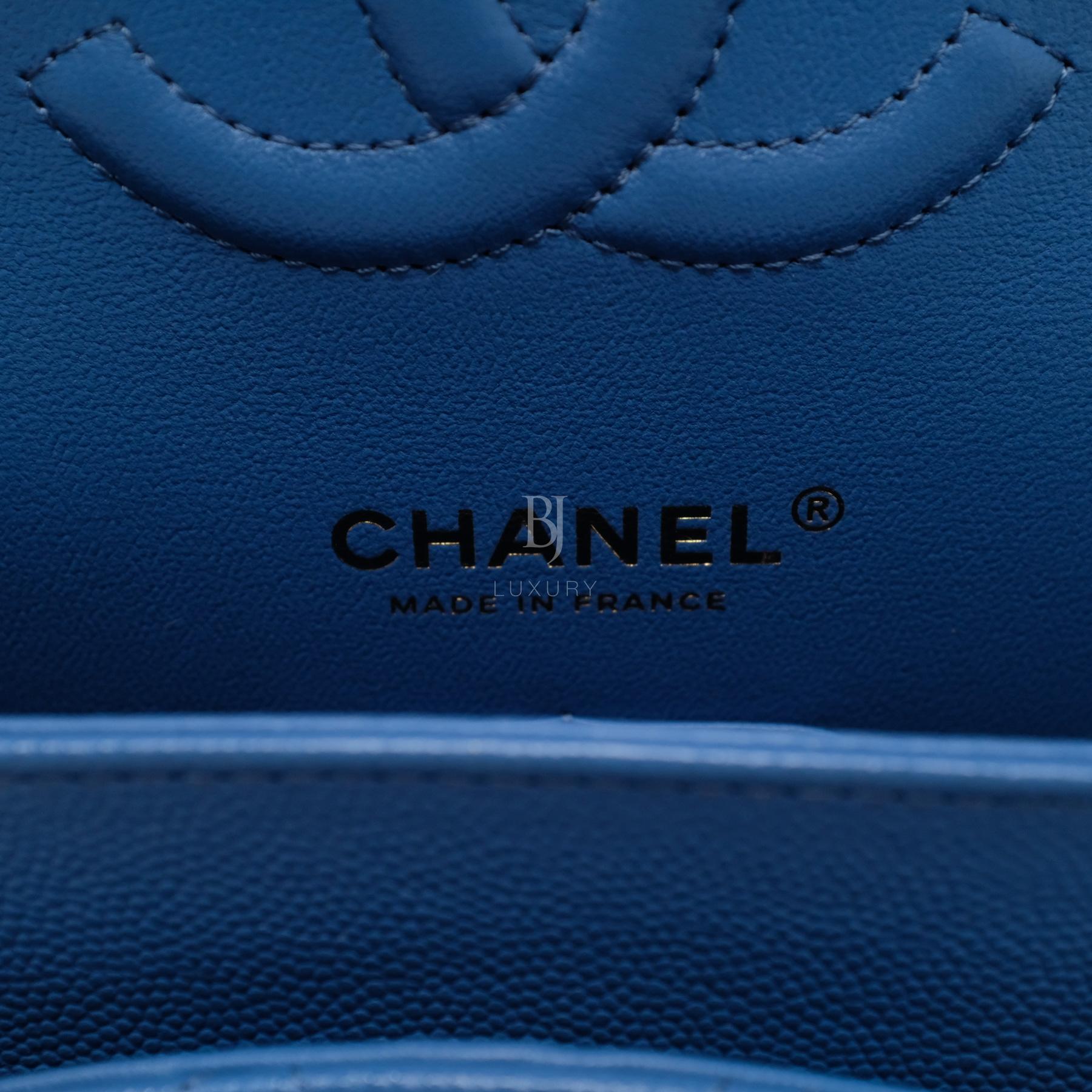 CHANEL-CLASSICHANDBAG-MEDIUM-BLUE-CAVIAR-DSCF6549.jpg